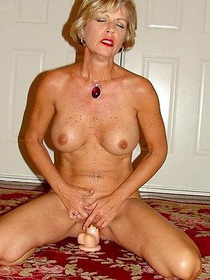 Sweet mature masturbation pics
