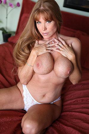Sexy mature brunette milf amateur pics