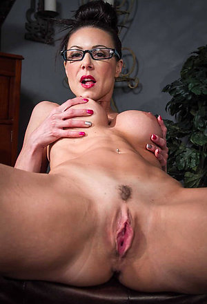 Sexy mature naked milfs pics