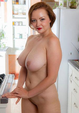 Busty mature milf porn galleries