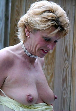 Porn pics of mature wife shows nipples