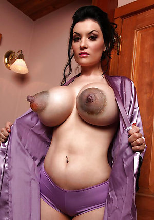 Nude wife showing nipples on the pic