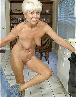 Homemade older wife saggy boobs pics