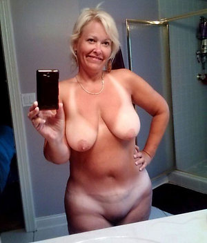 Xxx amateur sexy matures posing nude