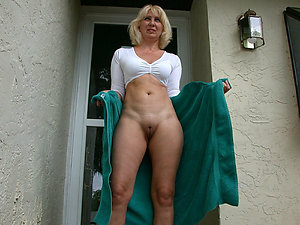 Real amateur mature shaved pussy photos
