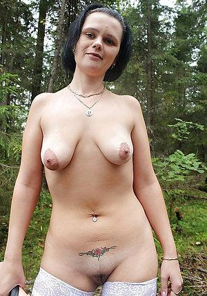 Slutty posing nude