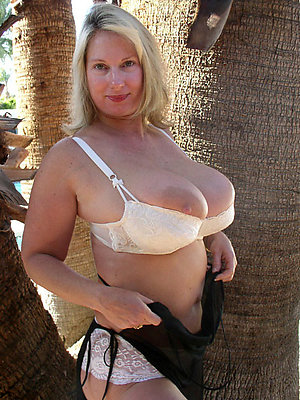 Naked horny mature tit pics