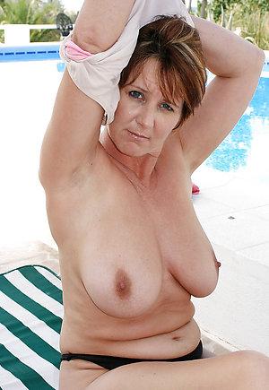 Homemade women showing tits porn