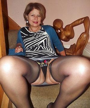 Amateur pics of mature women upskirts