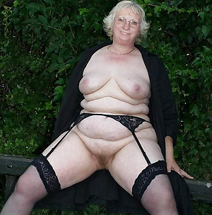Homemade nude mature women outdoors pics