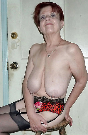 Amateur pics of mature mom solo