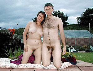 Pretty nude hang on amateur pics