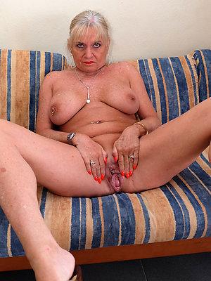 Sweet mature natural tit porn photos