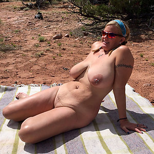 Amateur pics of naked women in the beach