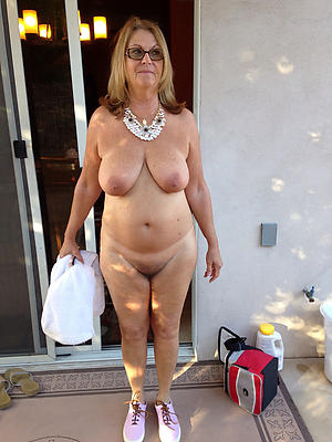Naked sexy mature housewife pics