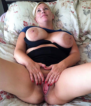 Amateur naked mature xxx gallery