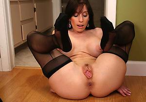 Nude hot brunette women