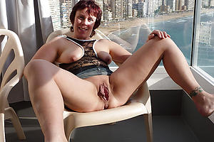Sexy mature pussy up close