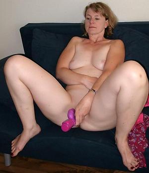 Pretty women masturbating yon vibrators