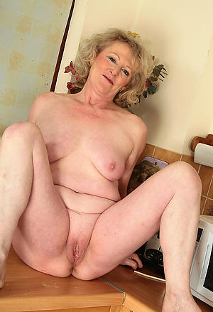 Sexy amateur homemade milf porn pics