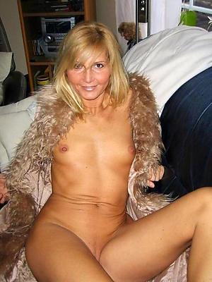 Slutty nude mature small tit pics