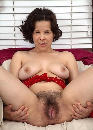 Pretty sexy naked brunette women