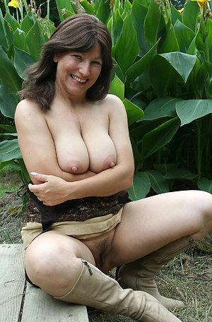 Xxx mature busty brunette amateur pictures