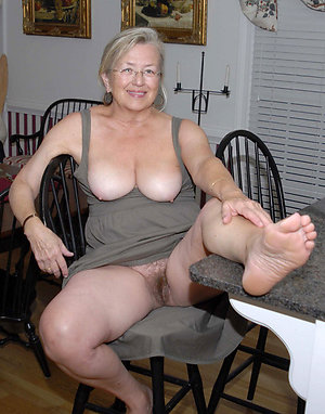 Cute free mature feet pics