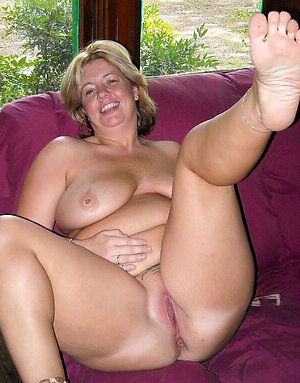 Free pics of mature ladies feet