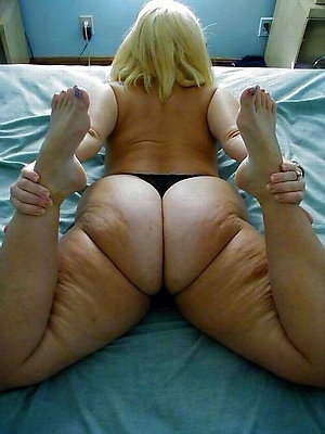 Hot mature womens beautiful feet