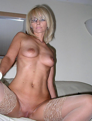 Nude sexy mature babes with glasses