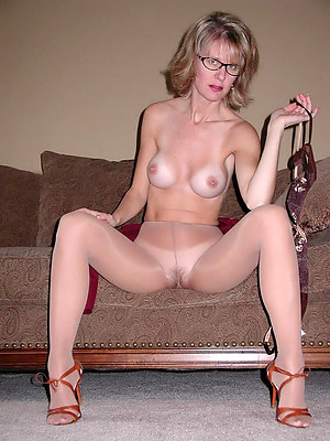 Naked sexy mature ladies with glasses