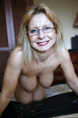 Nude hot mature sluts with glasses pictures