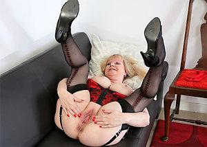 Bombshells mature in high heels pictures