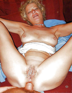 Horny old lady gets amateur pics