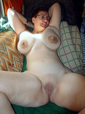 Naked mature milf with big nipples
