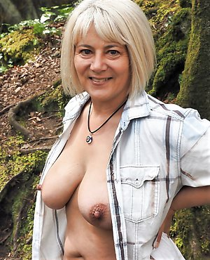 Sexy mature outdoor porn pictures