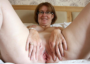 Sexy amateur mature bald pussy