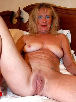 Porn pics of mature mom pussy