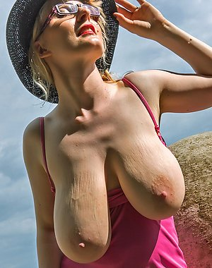 Xxx mature saggy breast amateur pictures