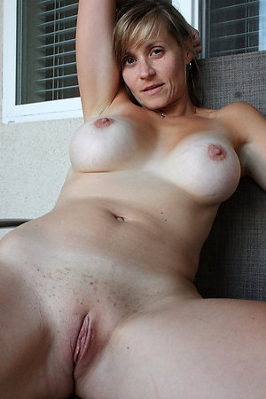 Naked mature women with bold pussies