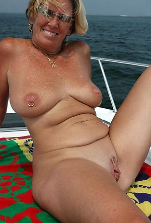 Free mature women with bold pussy pics