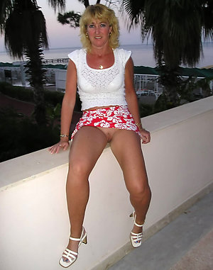 Sweet mature milf upskirt pictures