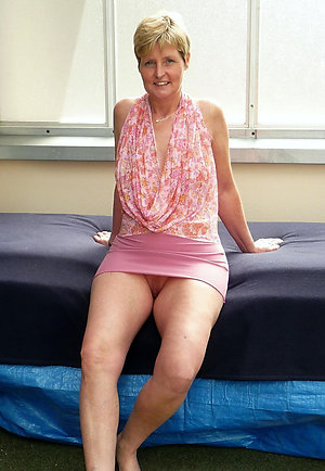 Free mature mom upskirt sex pictures