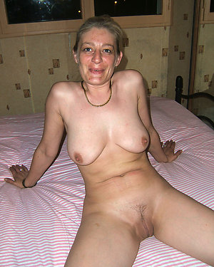 Free mature nude housewives gallery