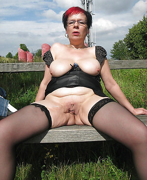 Bush-league mature amateur solo pics