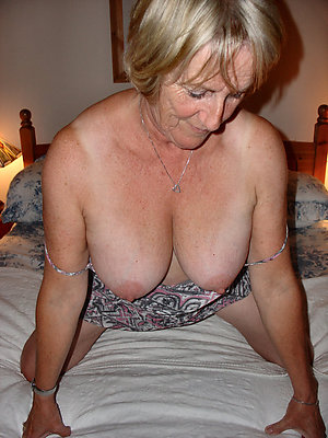 Gorgeous mature mom solo xxx