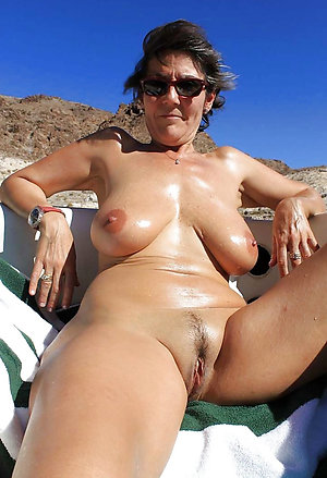 Pretty mature pussy at nude beach