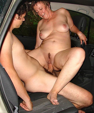 Inexperienced mature car blowjob