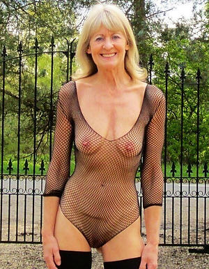 Mature knockers solo amateur pictures